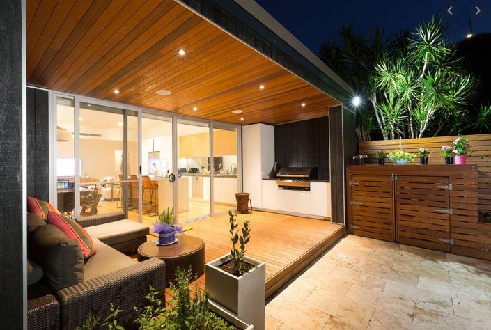 Porch Rumah Teres Kayu